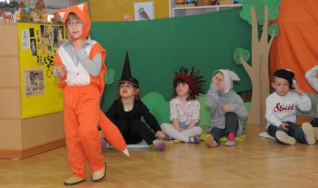 Predstava otrok iz enote Metka za starše
