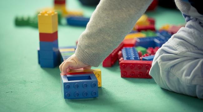 Naši programi so skrbno zasnovani in dajejo vašemu otroku možnosti za neoviran razvoj