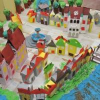Otroci izdelali maketo Novega mesta